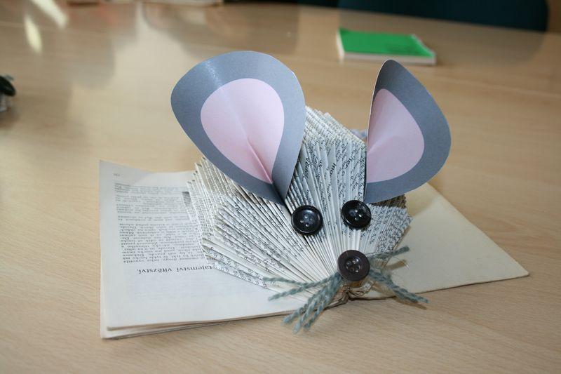 Knihovna plná myší